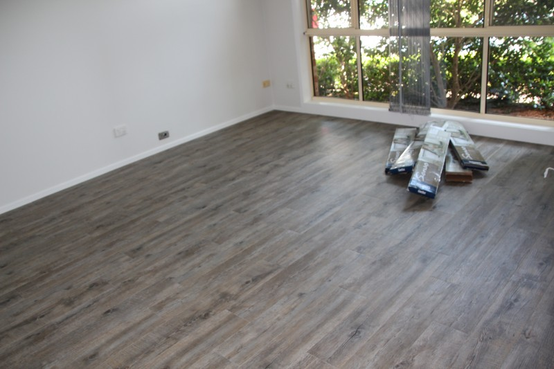 How i laid my gerflor vinyl floor tiles vinly floor with a wooden appearance but quiet for Parquet pvc gerflor